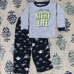 🌺Carters 2T glow in the dark Pajamas